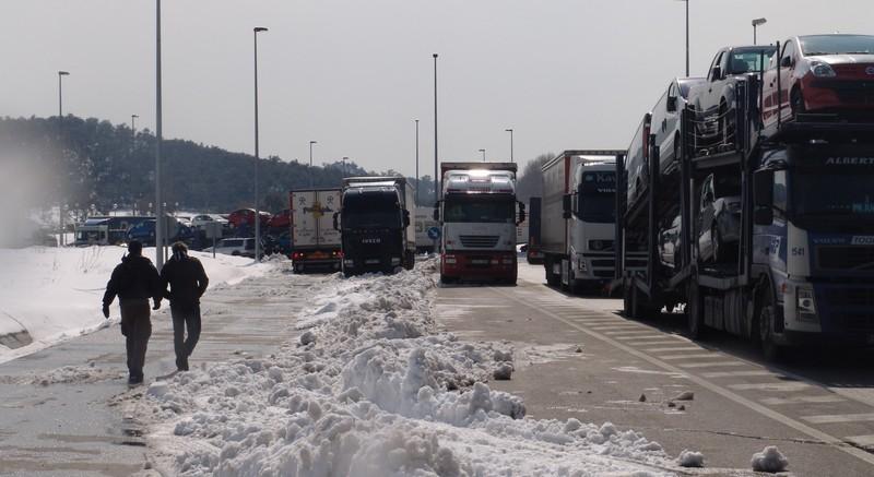 El temporal de nieve obliga a restringir el tráfico a camiones en las carreteras catalanas